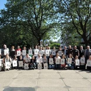 Regionaltreffen NRW in Essen: Gruppenfoto mit allen draußen (Foto: ArbeiterKind.de)