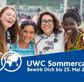 Vier junge Menschen, die in die Kamera strahlen. Zusätzlich enthält das Bild die Bewerbungsfrist vom 25. Mai (Foto: uwc)